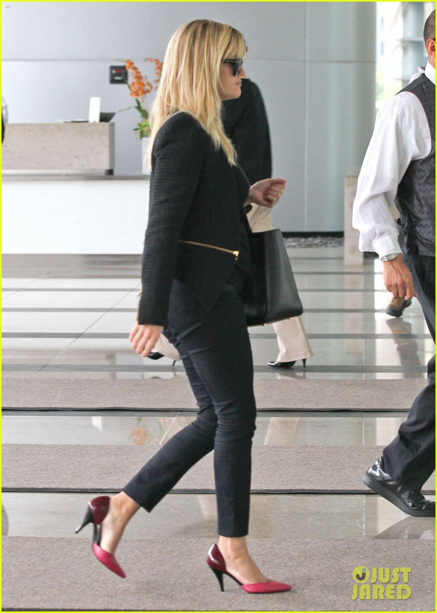 reese witherspoon afternoon business meeting 12