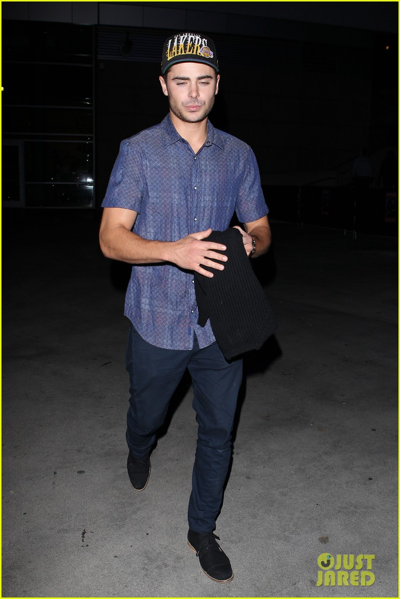 zac efron loves the lakers 11