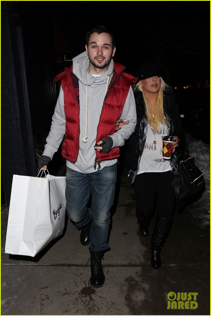 christina aguilera matthew rutler boogies shopping in aspen 04