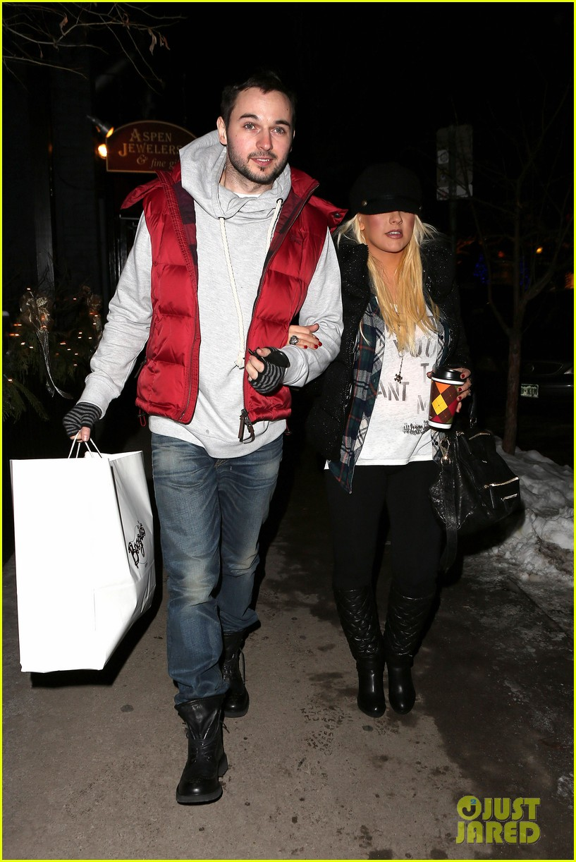 christina aguilera matthew rutler boogies shopping in aspen 082779850