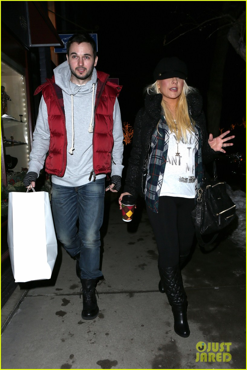 christina aguilera matthew rutler boogies shopping in aspen 102779852