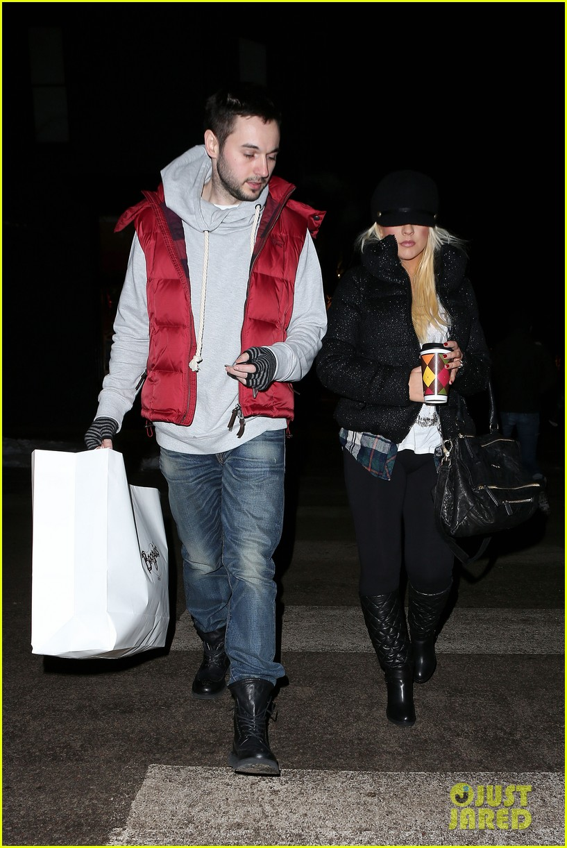 christina aguilera matthew rutler boogies shopping in aspen 122779854