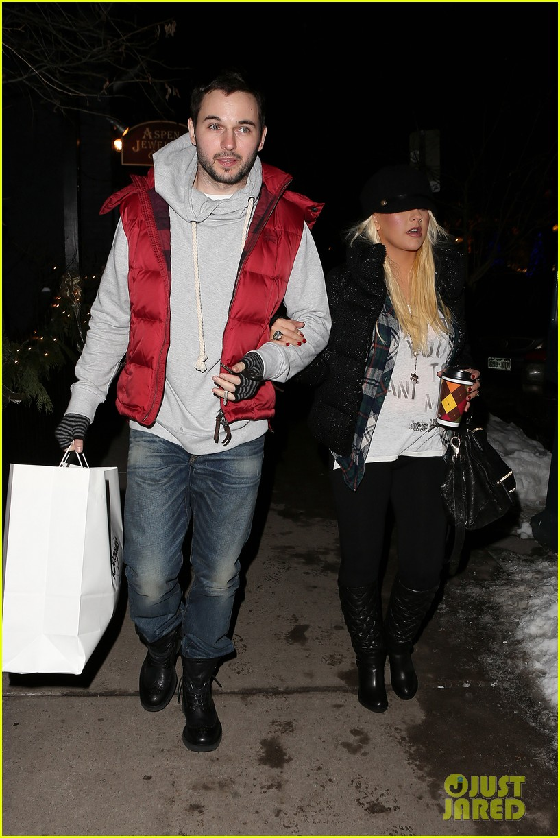christina aguilera matthew rutler boogies shopping in aspen 142779856