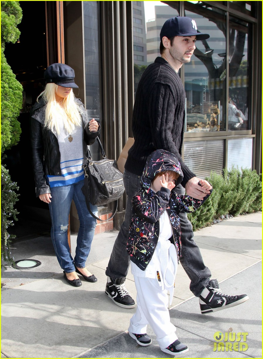 christina aguilera houstons lunch with karate boy max 15