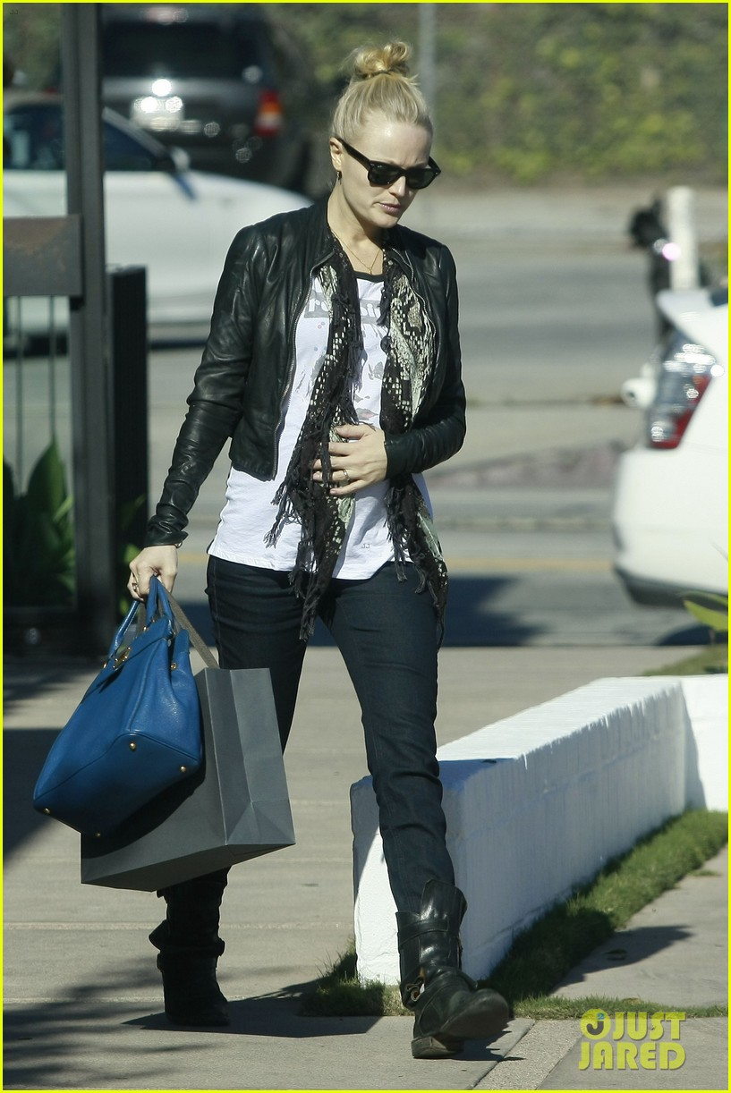 malin akerman shopping lunch 01