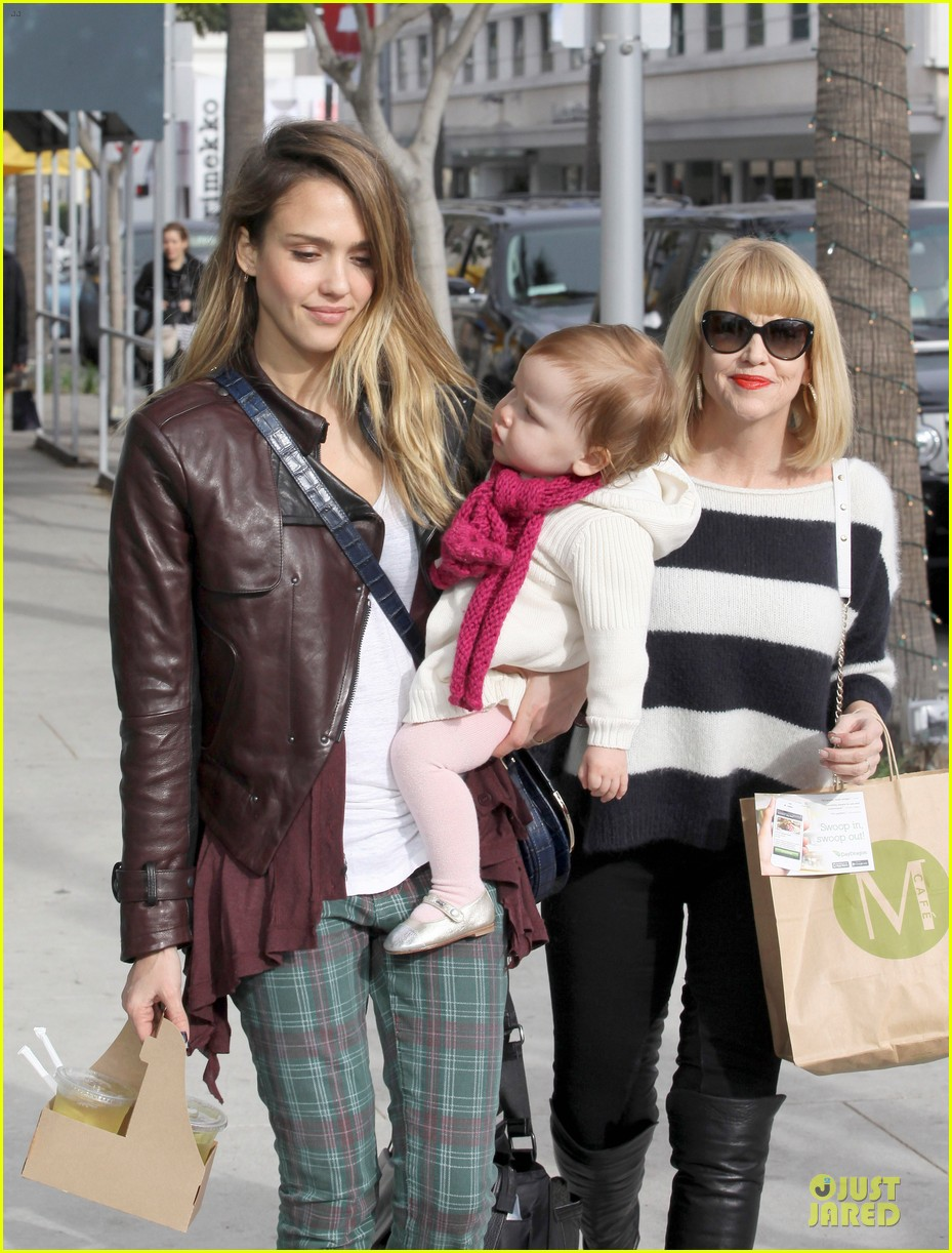 jessica alba & haven last minute holiday shopping with mother catherine 04