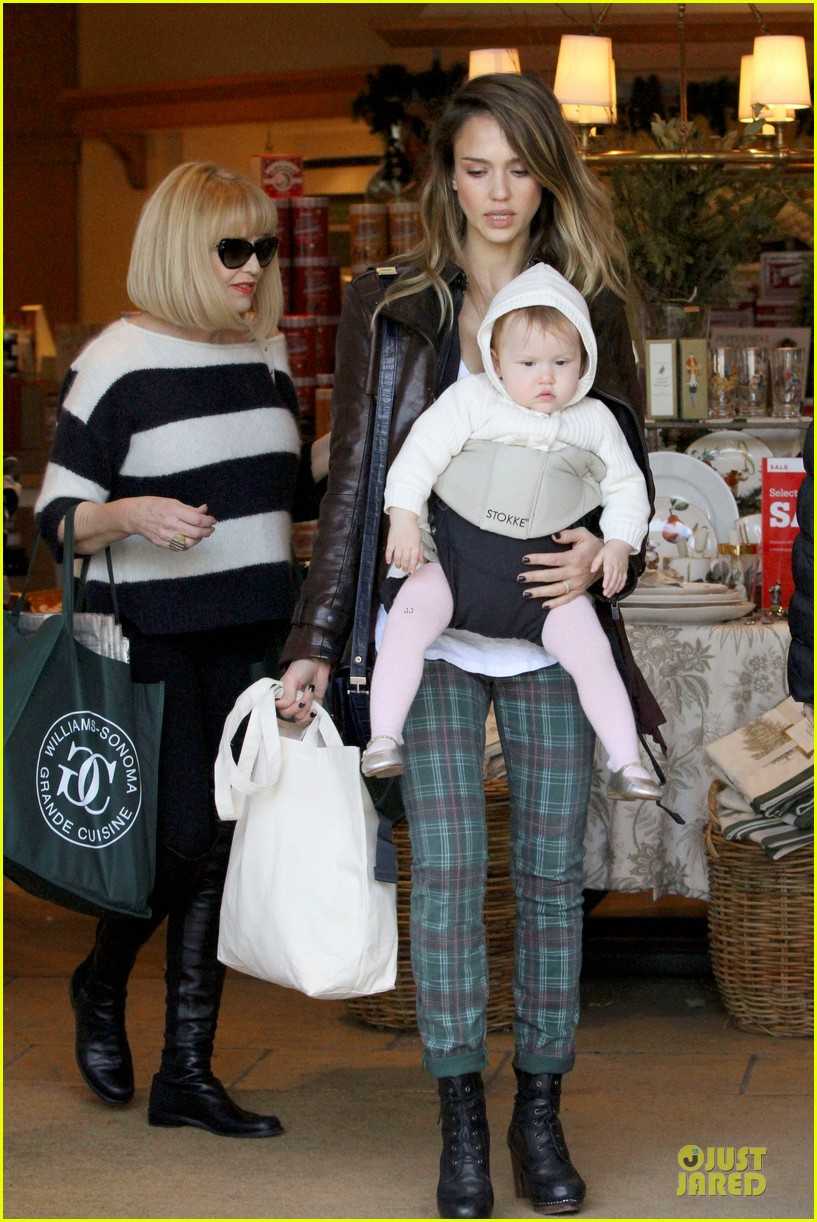 jessica alba & haven last minute holiday shopping with mother catherine 05