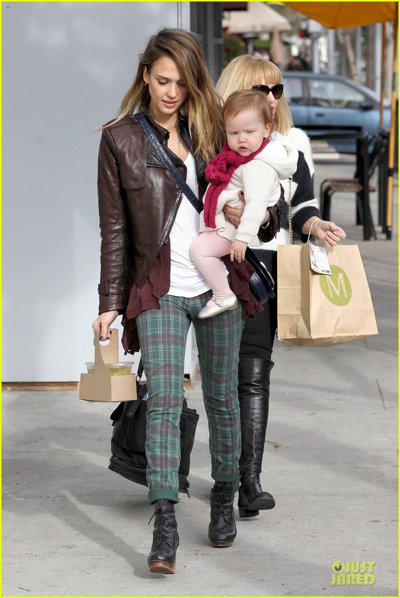 jessica alba & haven last minute holiday shopping with mother catherine 12