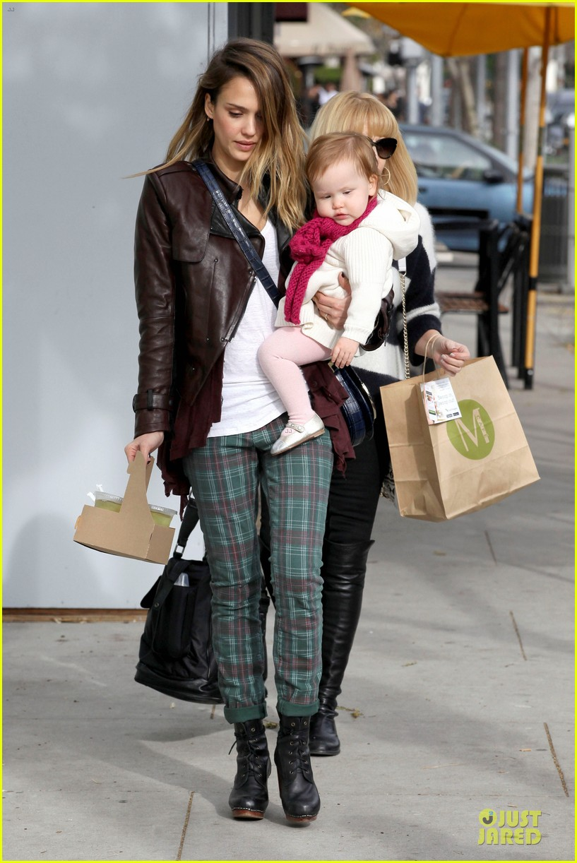 jessica alba & haven last minute holiday shopping with mother catherine 16