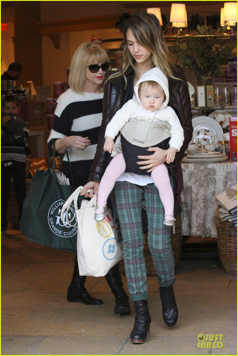 jessica alba & haven last minute holiday shopping with mother catherine 18
