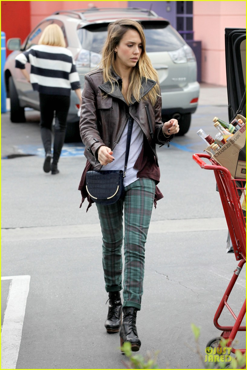 jessica alba & haven last minute holiday shopping with mother catherine 21