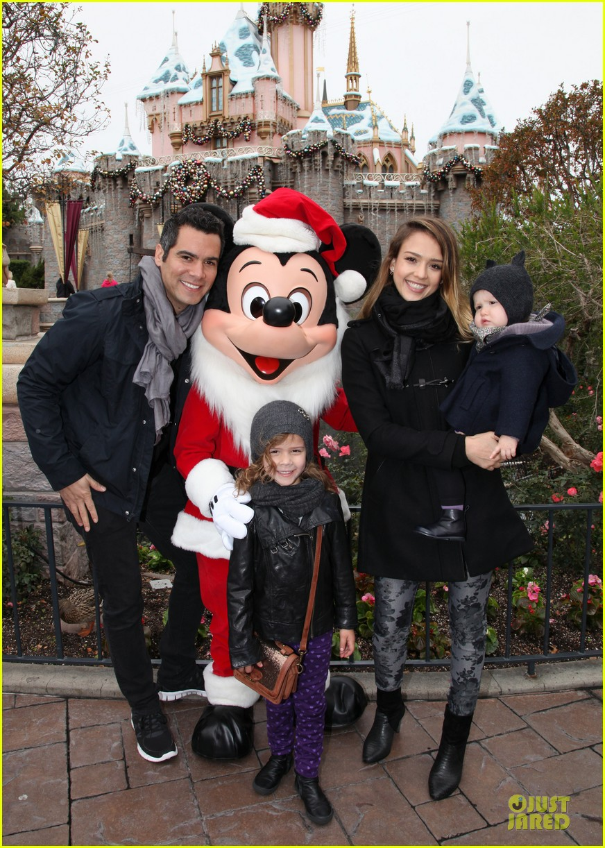 jessica alba & cash warren disneyland with the girls 012777163