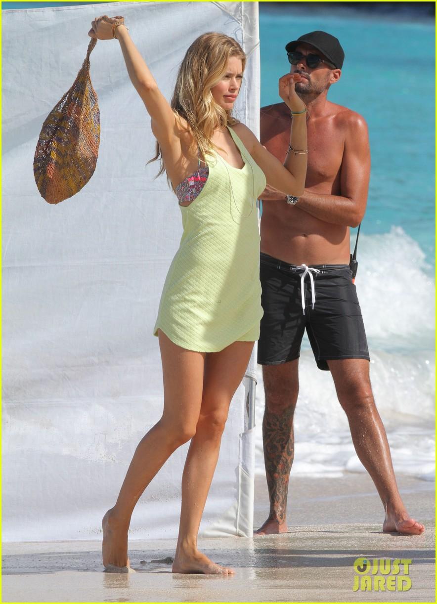 alessandra ambrosio doutzen kroes st barts beach shoot 13