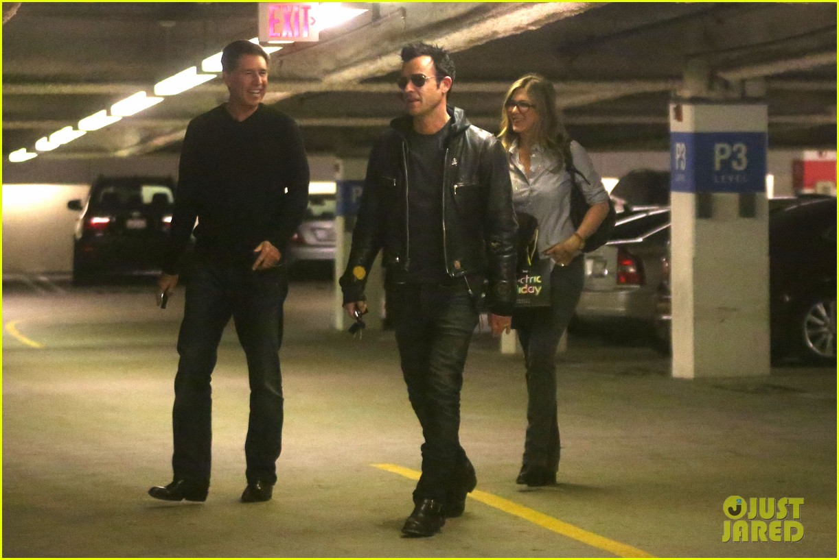 jennifer aniston justin theroux barneys new york shoppers 08