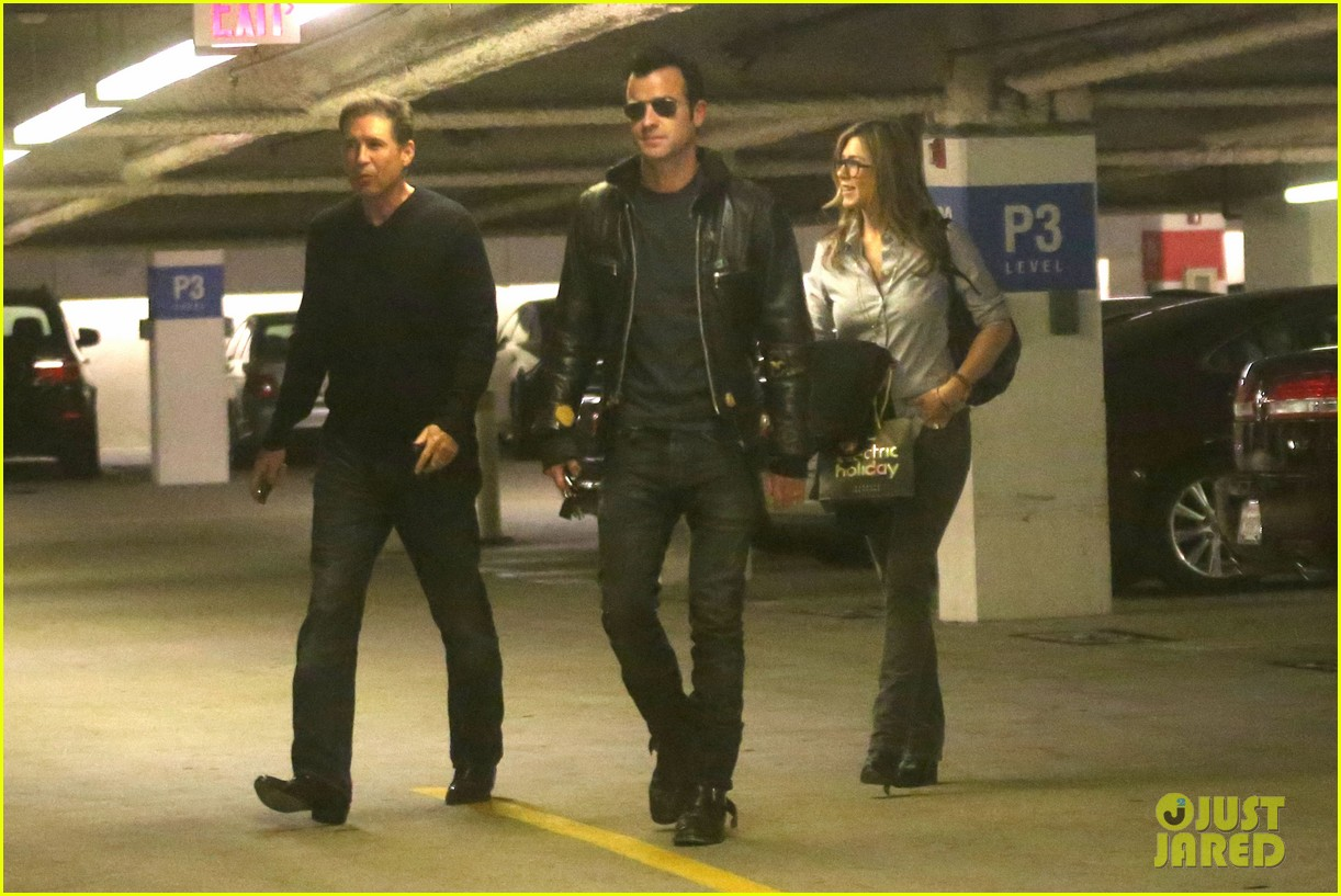 jennifer aniston justin theroux barneys new york shoppers 17