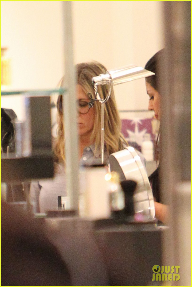 jennifer aniston justin theroux barneys new york shoppers 18