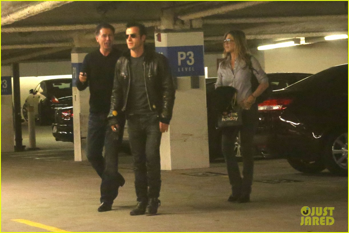 jennifer aniston justin theroux barneys new york shoppers 19