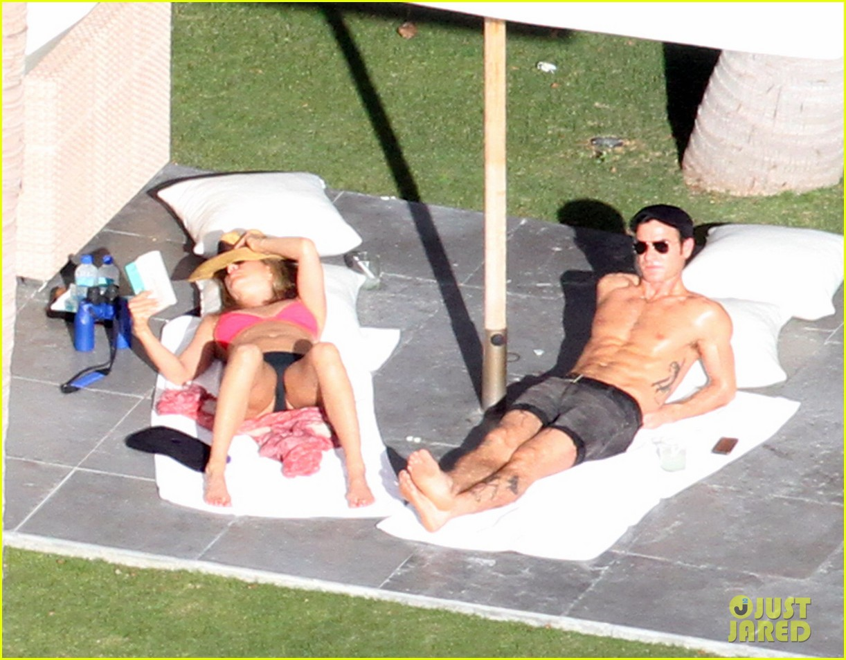 jennifer aniston bikini sunbathing with shirtless justin theroux 012780803