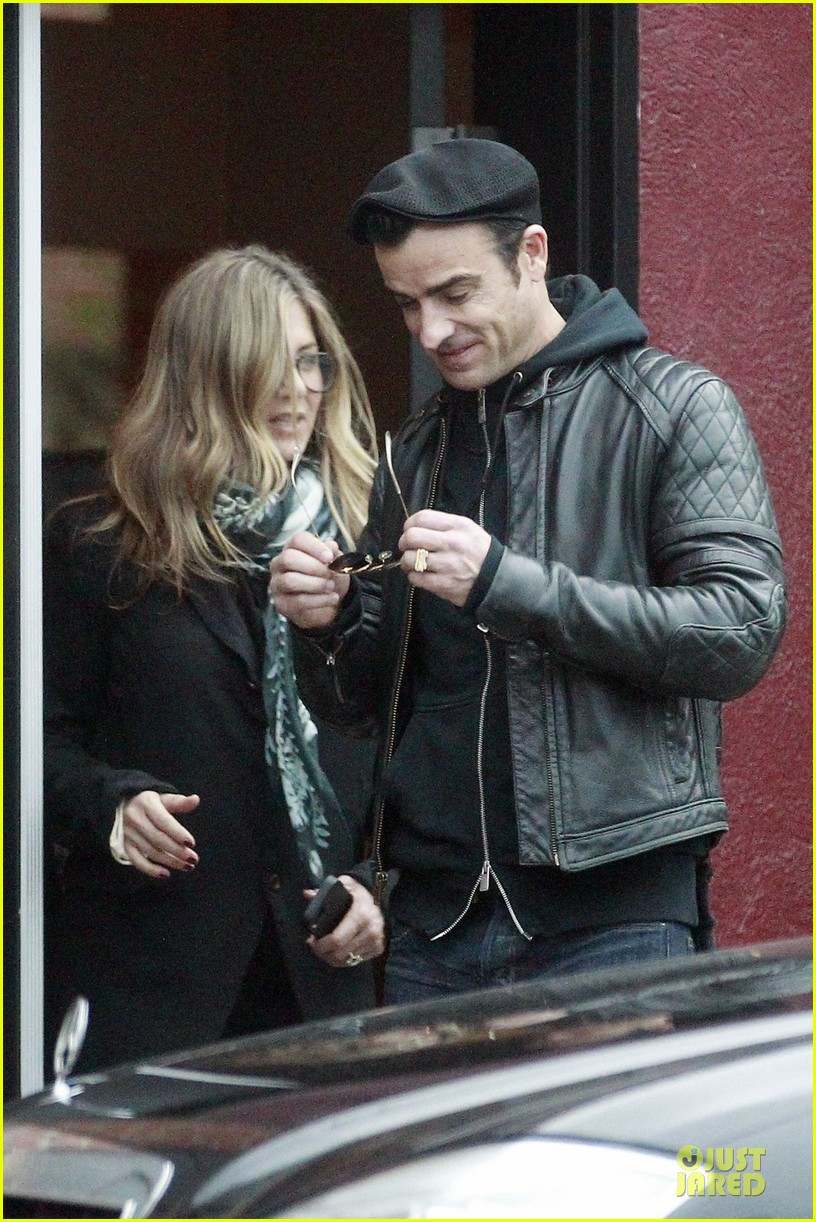 jennifer aniston & justin theroux bel air house renovations 022771519