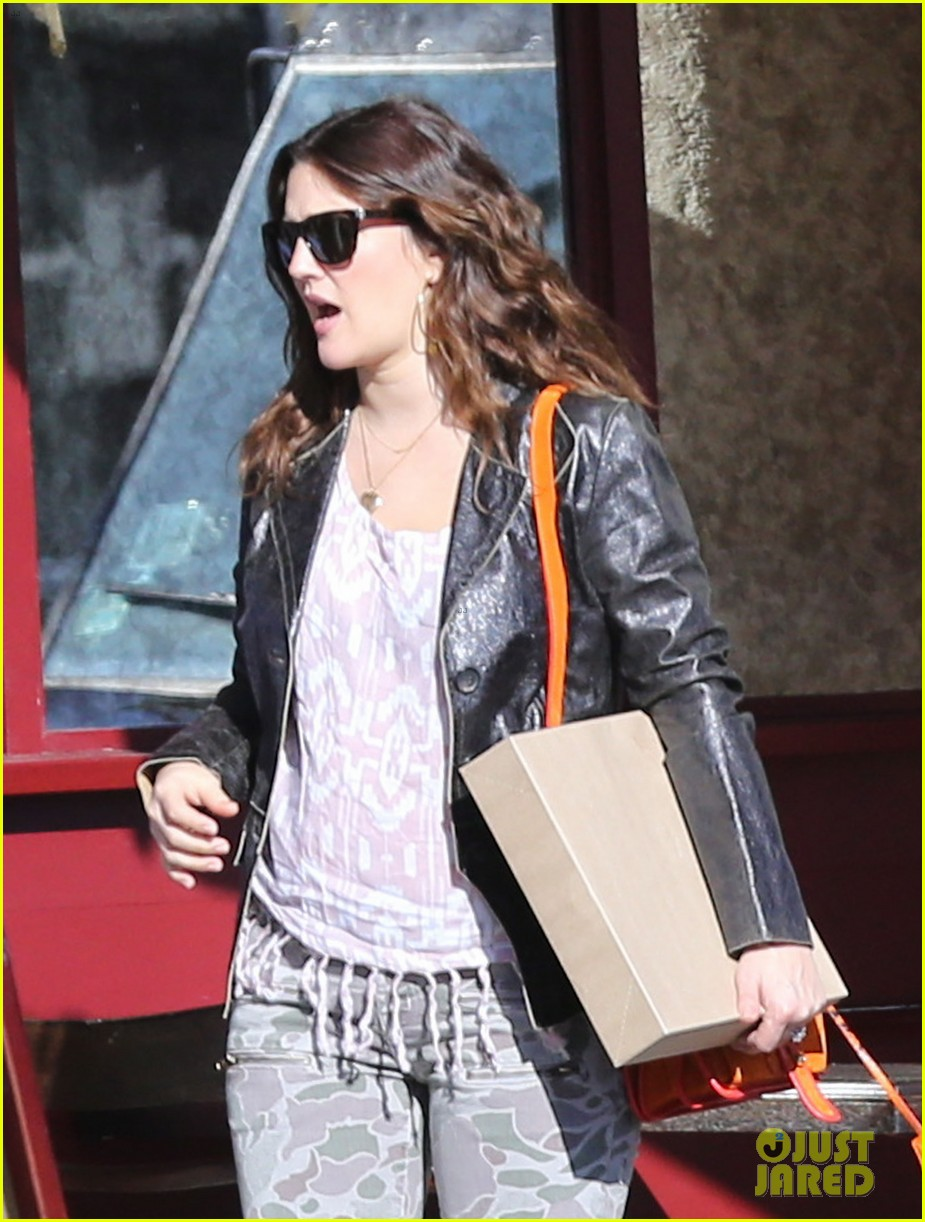 drew barrymore laughing at lunch 11