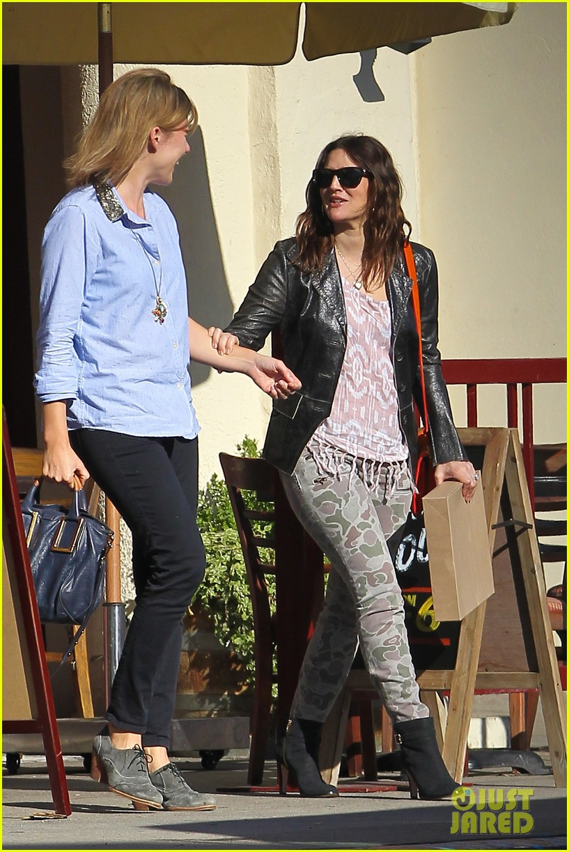drew barrymore laughing at lunch 23