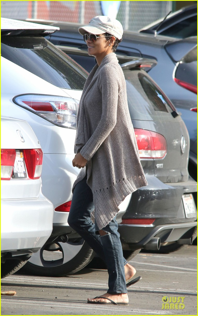 halle berry ex husband eric benet prays for nahla 03
