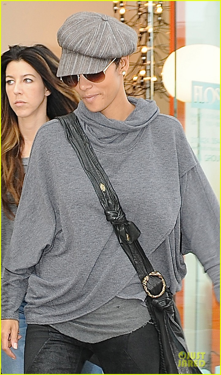 halle berry ex husband eric benet prays for nahla 072769193