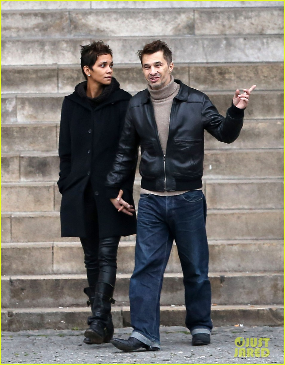 halle berry olivier martinez visit churches in paris 03