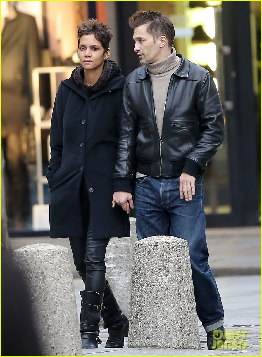 halle berry olivier martinez visit churches in paris 20