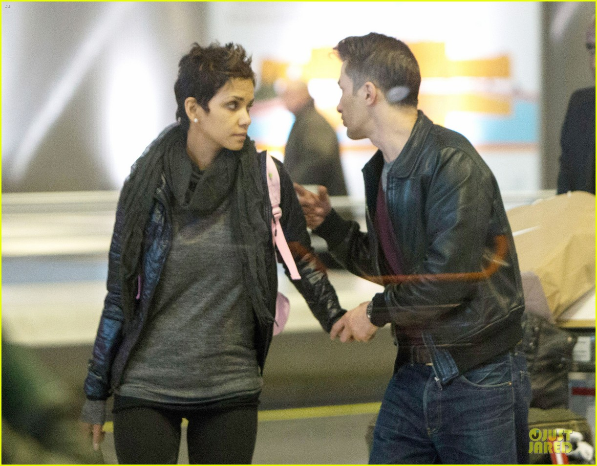halle berry & olivier martienz paris for the holidays 06