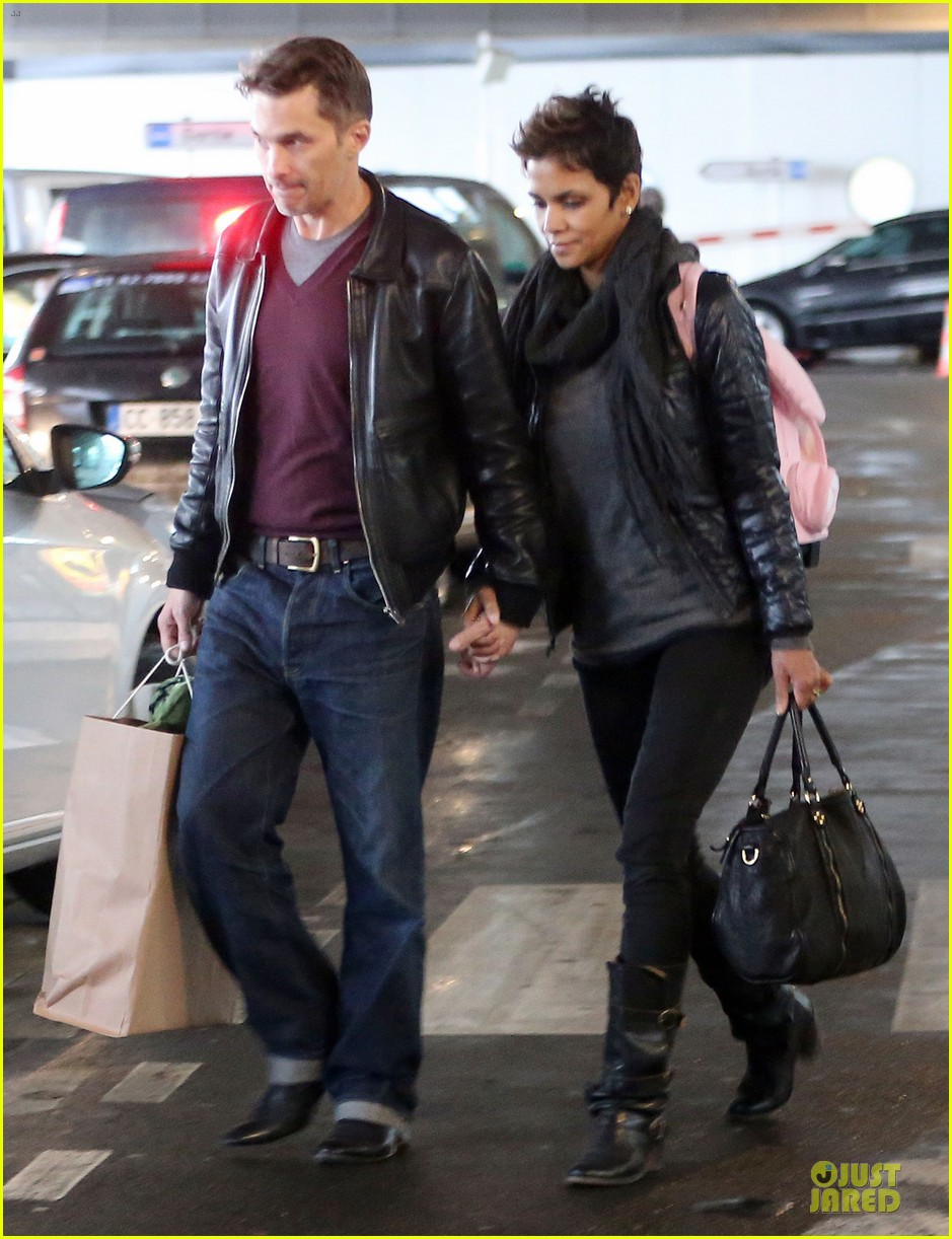 halle berry & olivier martienz paris for the holidays 19