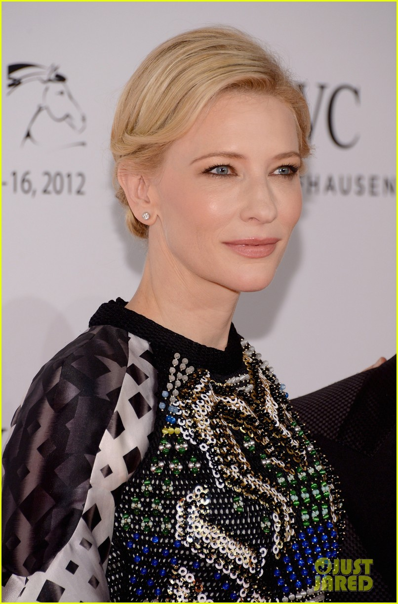 cate blanchett filmmaker award gala dinner in dubai 02