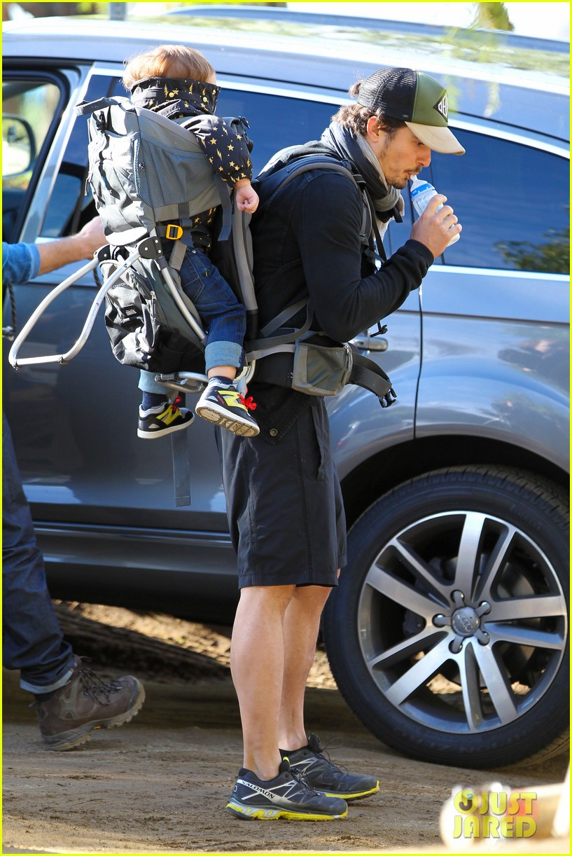 orlando bloom runyon canyon hike with flynn 042782383