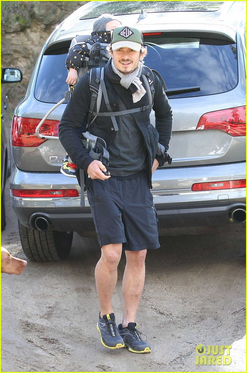 orlando bloom runyon canyon hike with flynn 23
