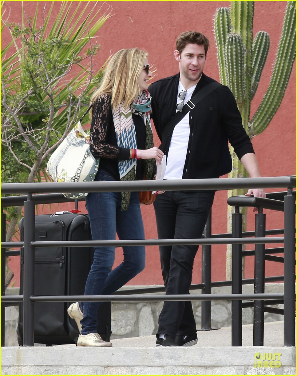 emily blunt & john krasinski arrive at jennifer aniston cabo crib 092781863