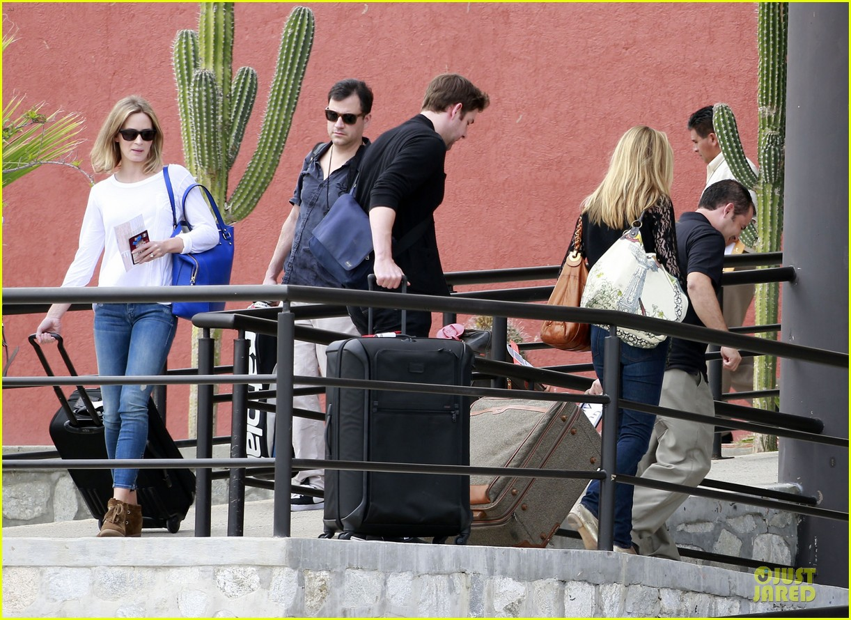 emily blunt & john krasinski arrive at jennifer aniston cabo crib 122781866