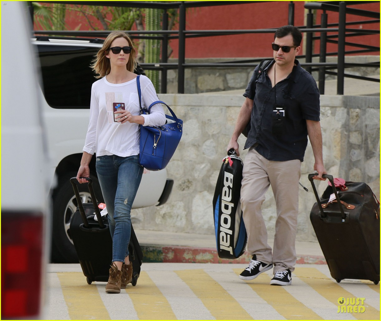 emily blunt & john krasinski arrive at jennifer aniston cabo crib 14