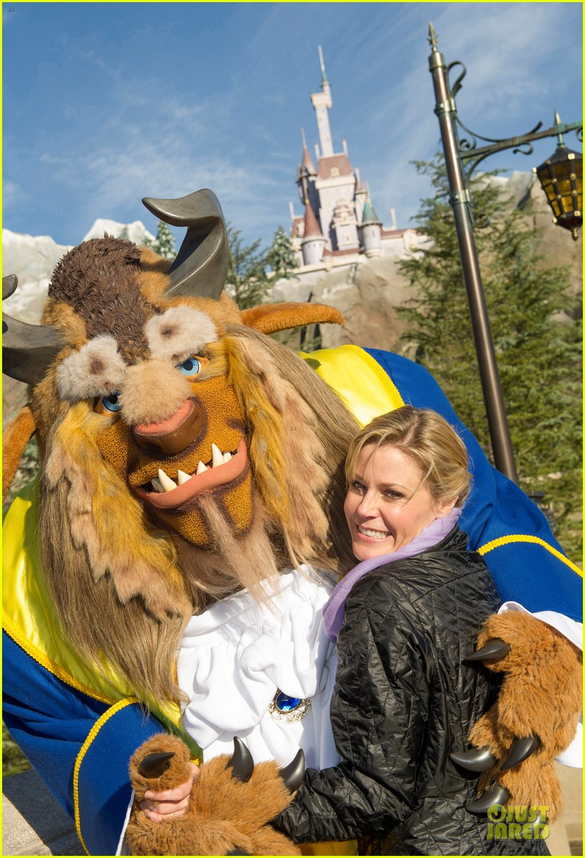 julie bowen walt disney world with the beast 02