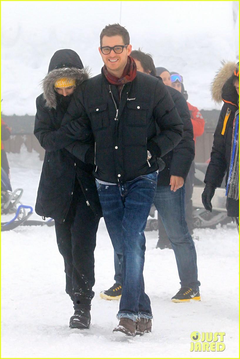 michael buble luisana lopilato snowy sweethearts 09