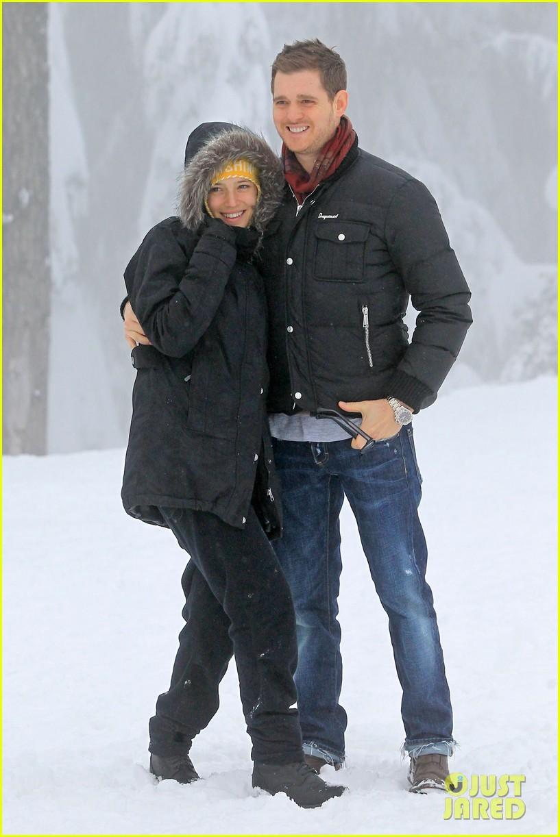 michael buble luisana lopilato snowy sweethearts 102781637