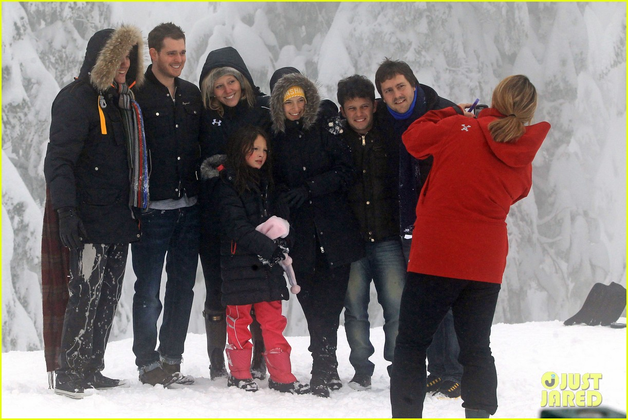 michael buble luisana lopilato snowy sweethearts 11