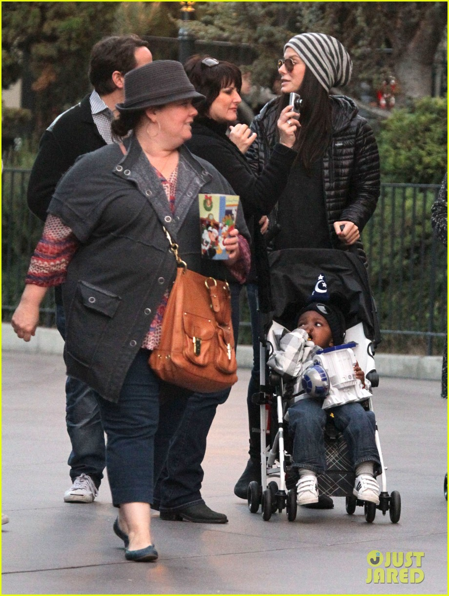 sandra bullock melissa mccarthy disneyland with louis 10
