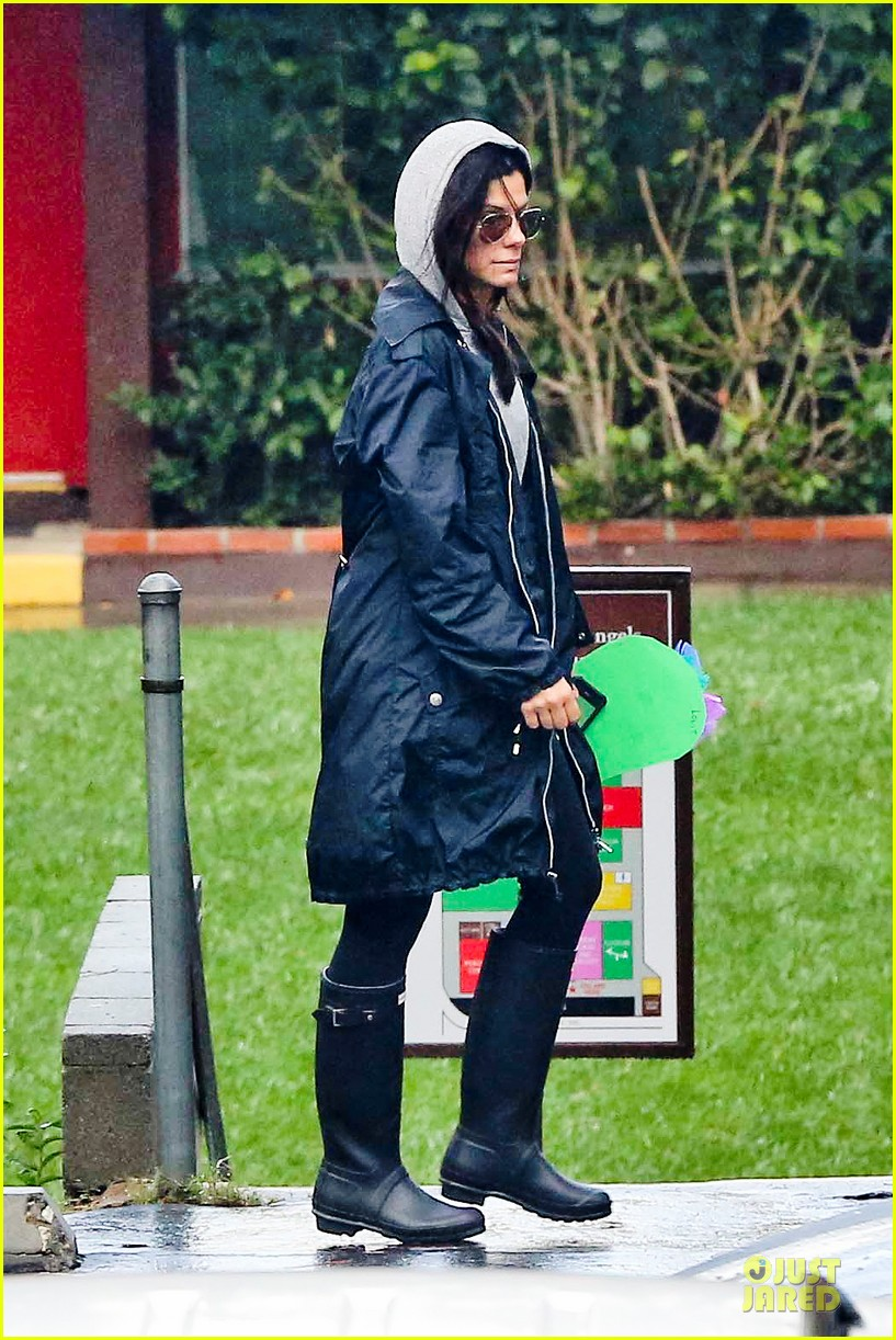 sandra bullock school drop off with rain boots 032767123