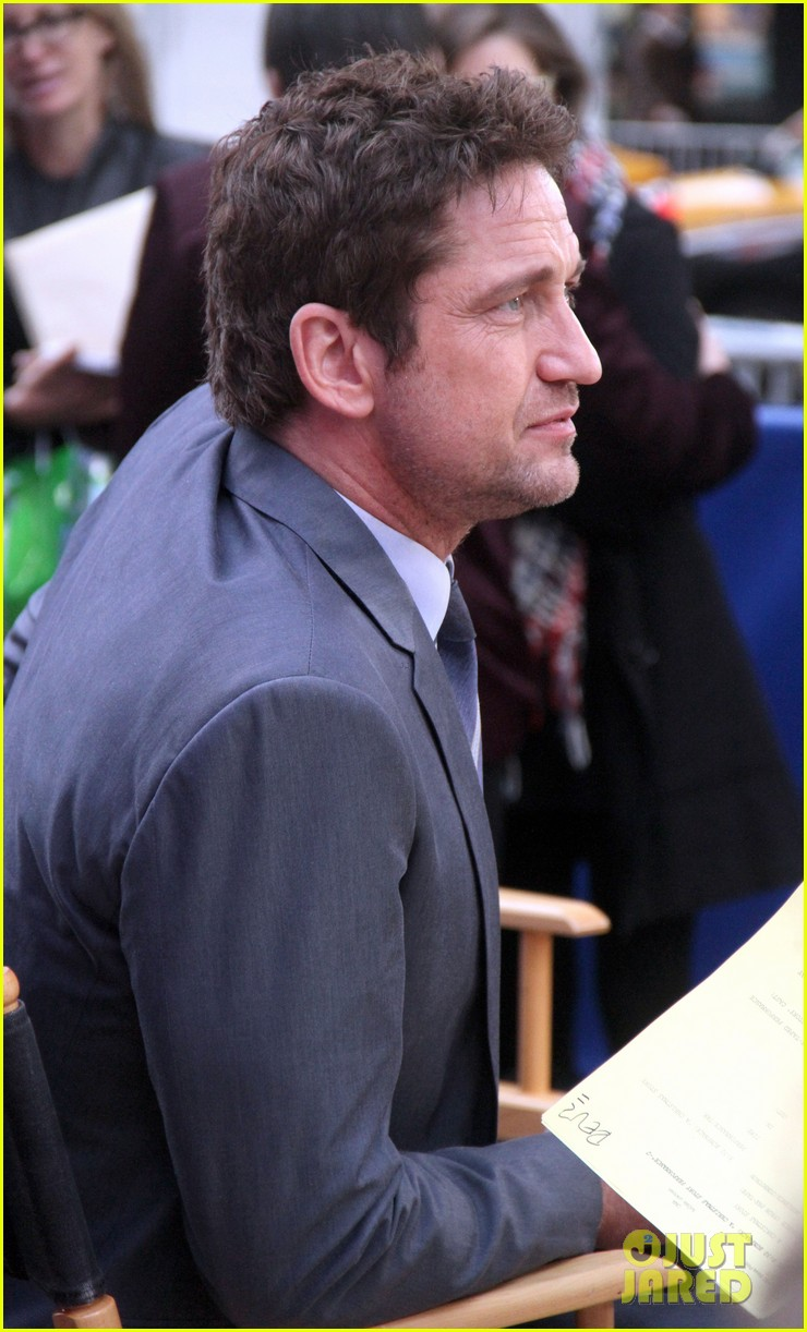 gerard butler promotes playing for keeps on gma 18
