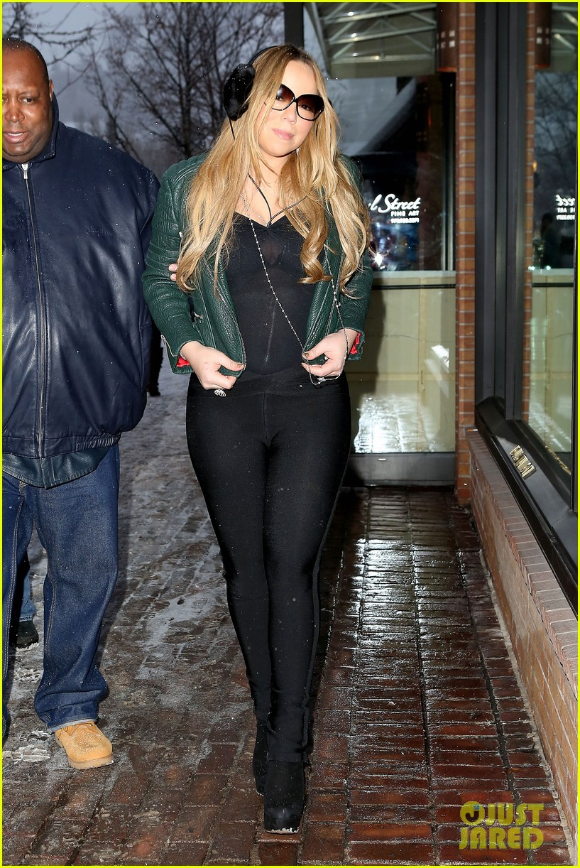 mariah carey giving away santa hats to lambs 082780749