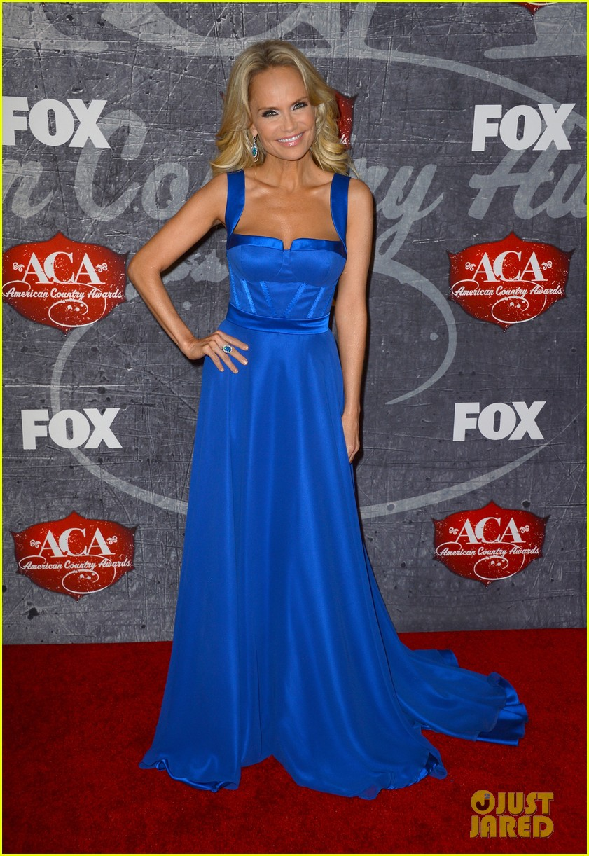 kristin chenoweth scotty mccreery acas 2012 red carpet 01