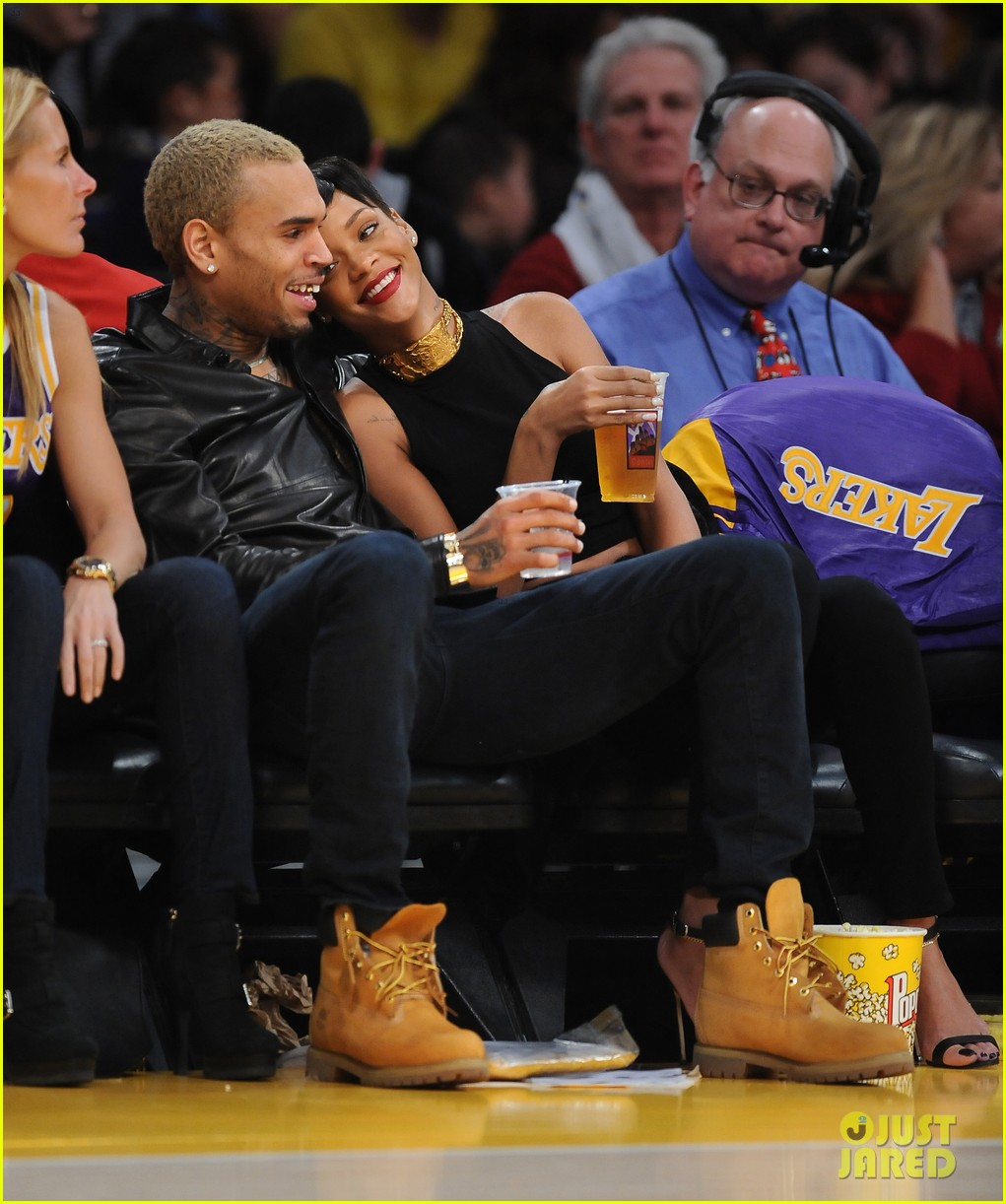 rihanna chris brown lakers christmas 112780933