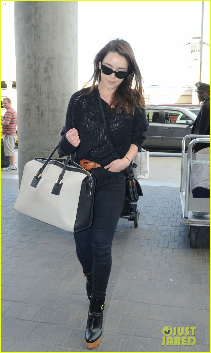 emilia=clarke lax landing 02