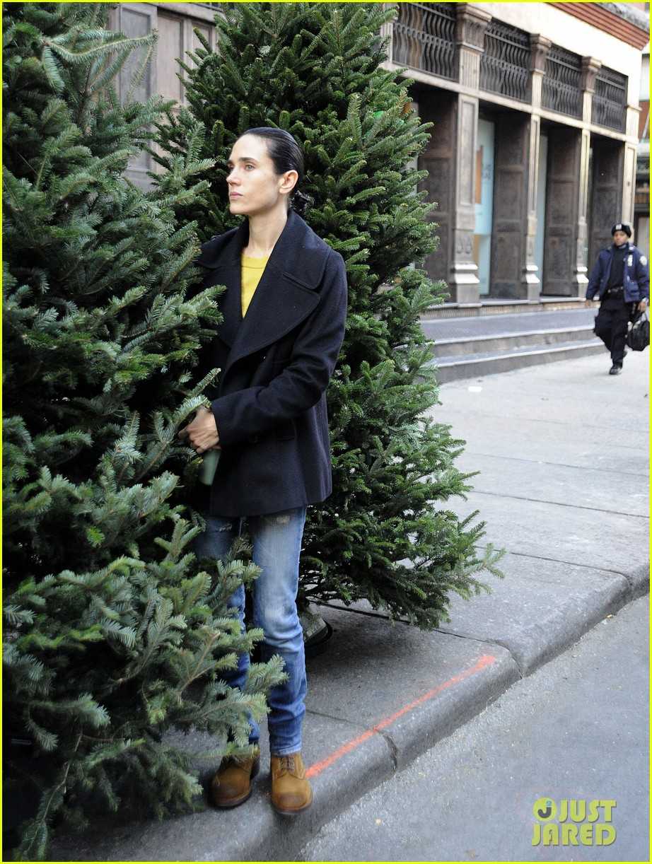 jennifer connelly christmas tree peek a boo 04