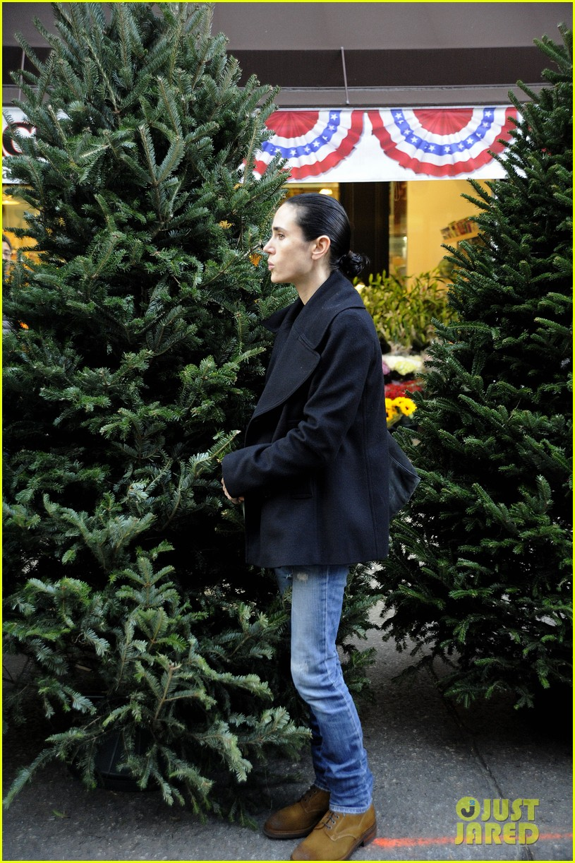 jennifer connelly christmas tree peek a boo 07